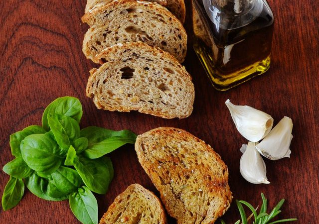 Smoked Parmesan bread with garlic – A smoky twist to the Italian dish!