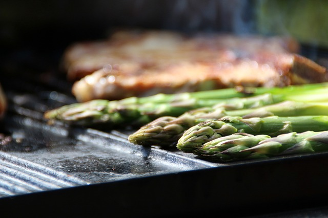 asparagus-green-asparagus-steak